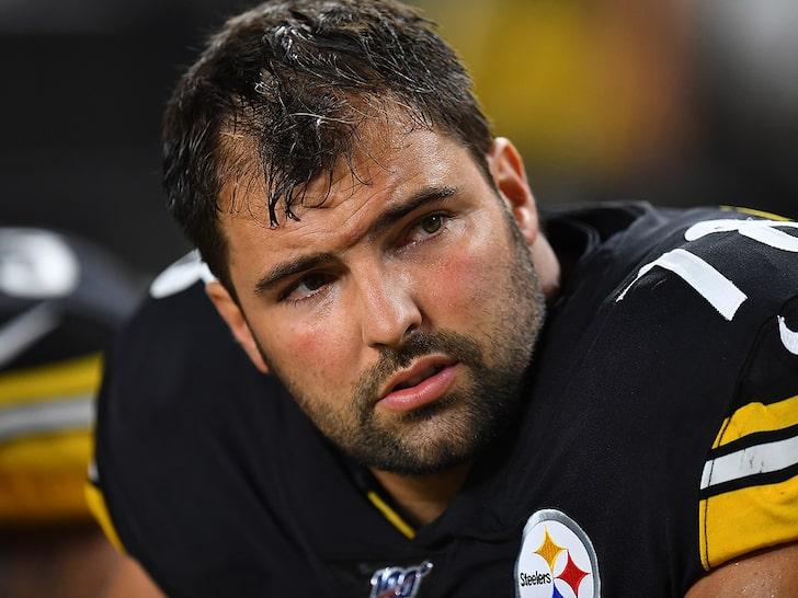 Steelers tackle Alejandro Villanueva Honors Military Hero